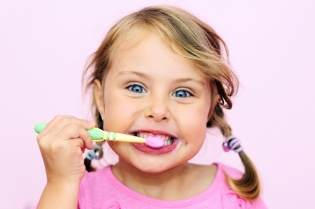 child-brushing-teeth