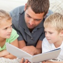 dad-reading-with-two-children