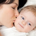 mom-and-baby-kiss1