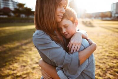mom-son-embrace-istock_0